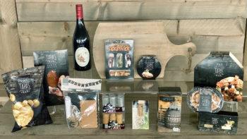 Tapas pakket met serveerplank en wijn - Kerstpakket Kruger Geschenken